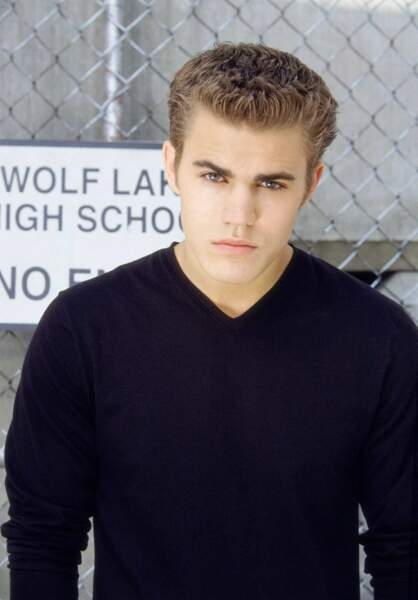 Erreur, Paul Wesley est un vampire me direz-vous! Mais avant Vampire Diaries, c'était un loup-garou dans Wolf Lake.