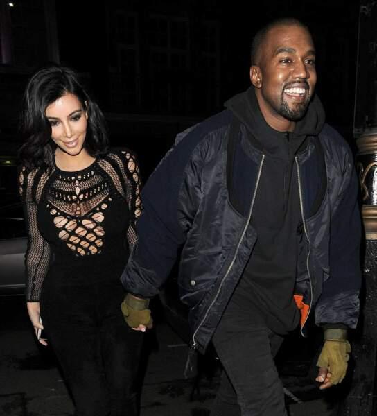 Incroyable, Kanye West a encore souri. Mais que lui arrive-t-il ?