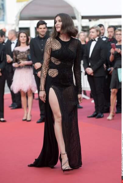 Juste splendide, à 38 ans l'actrice et ancienne mannequin a fait sensation sur tapis rouge