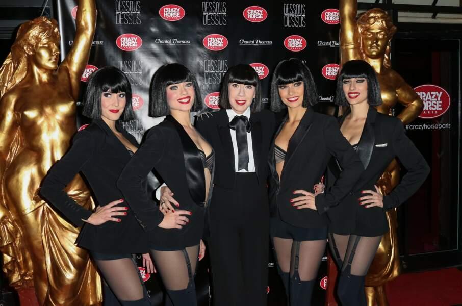 Chantal Thomass entourée de ses danseuses