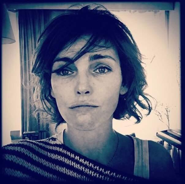 Claire Keim a changé de coupe pour son nouveau tournage.