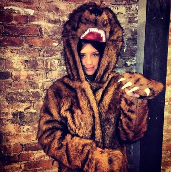 Et a aussi trouvé un beau déguisement d'ours !