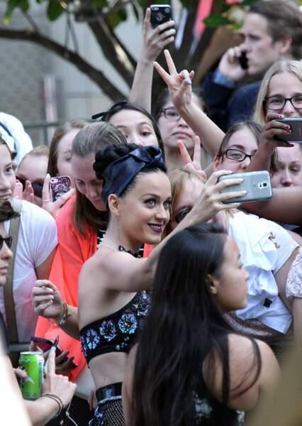 Katy Perry ne refuse jamais un selfie !