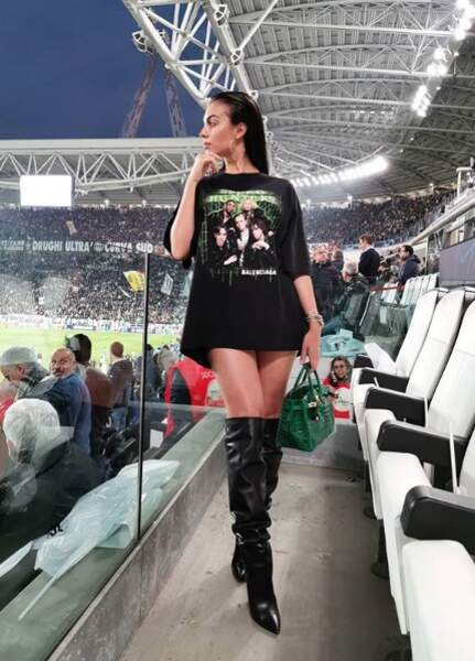 Georgina Rodriguez dans la tribune d'honneur du Juventus Stadium