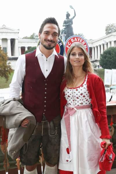 Mats Hummels et la journaliste télé Cathy Fischer sont ensemble depuis leurs 19 ans. De quoi donner le sourire...