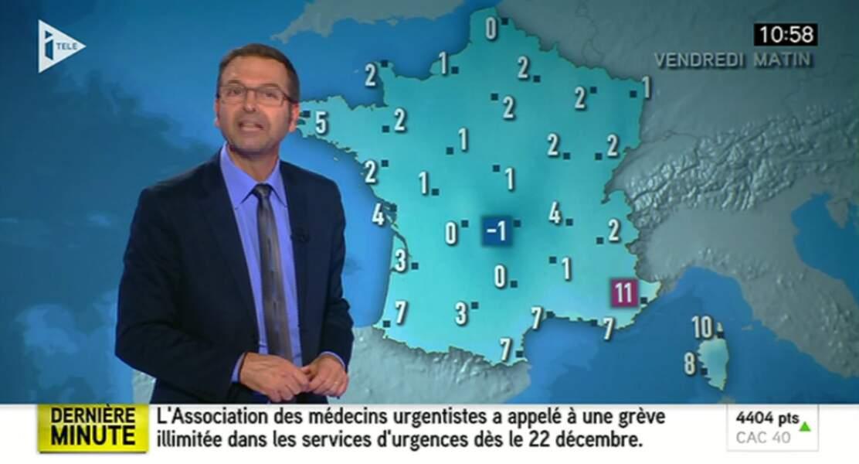 Thierry Fréret, le monsieur météo d'i>Télé, a assorti sa chemise au fond très bleu de l'écran