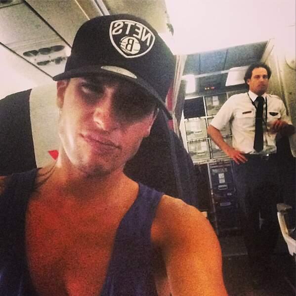 On enchaîne avec le selfie d'Eddy des Anges dans son avion