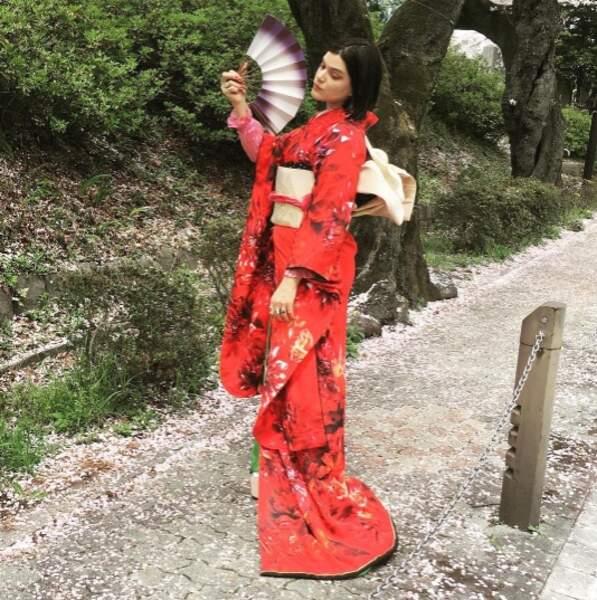 Soko se l'est jouée couleurs locales au Japon.