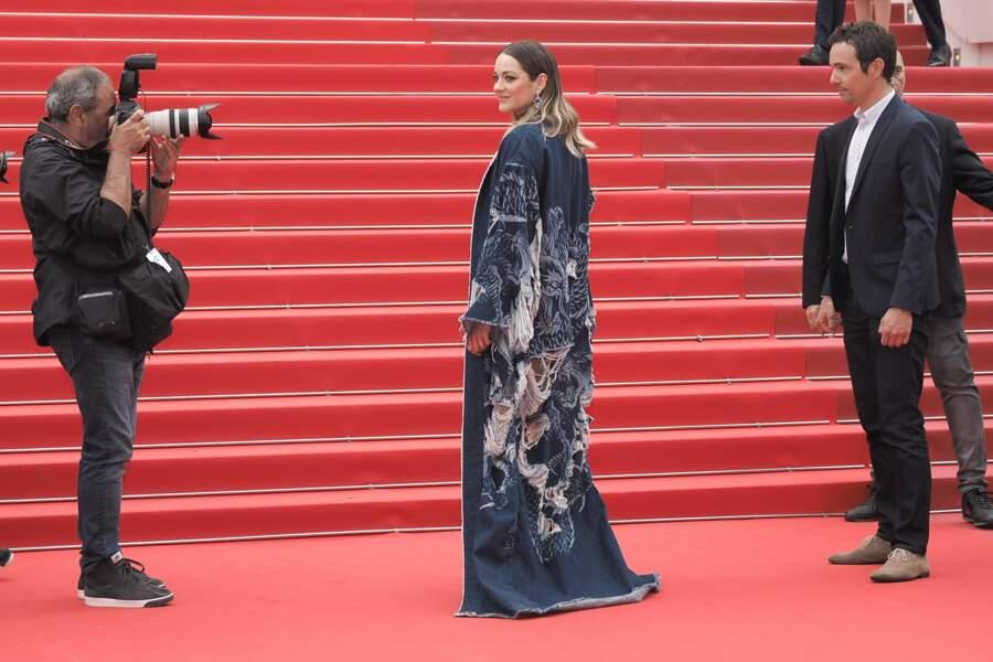 Marion Cotillard seule face au photographe