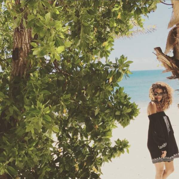 A la plage, Chloé Mortaud pose !