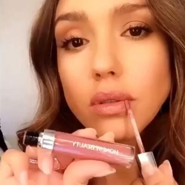 Depuis qu'elle a lancé sa marque de cosmétique, elle passe ses journées à tester les produits