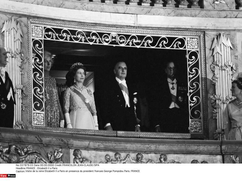 Puis la souveraine s'est rendue à Versailles pour assister à un opéra et à un dîner de gala