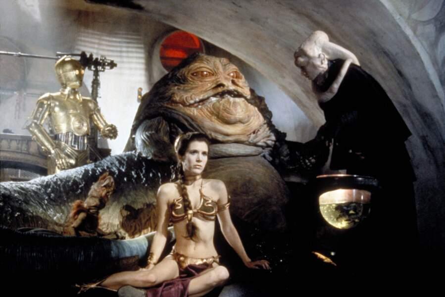 Carrie Fisher dans Le retour du Jedi (1983), son bikini en caoutchouc doré et métal a été moulé sur elle...