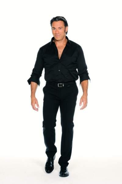 Gérard Vives en tenue de danse