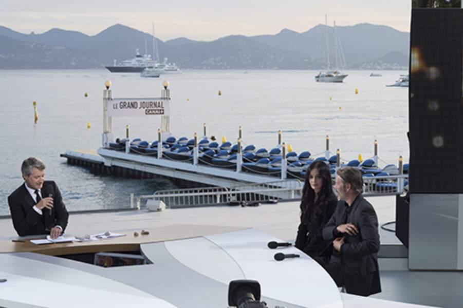 Le plateau du Grand Journal de Canal+ à Cannes