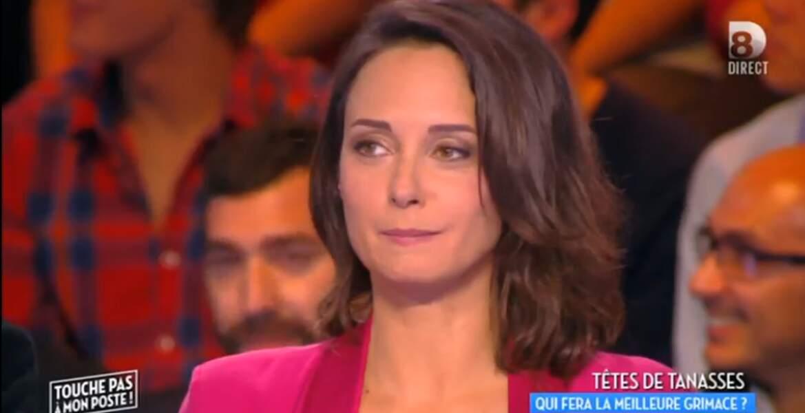 On continue dans la couleur avec la veste rose de Julia Vignali...