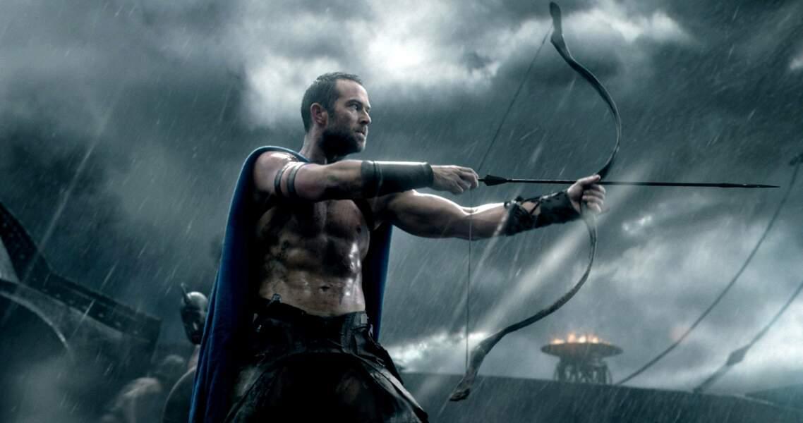 Avec son arc, ses flèches et son torse musclé dans 300 : la naissance d'un empire (2014)