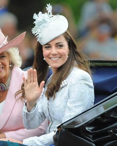 Kate, duchesse de Cambridge, divine pour célébrer les 88 ans de la reine