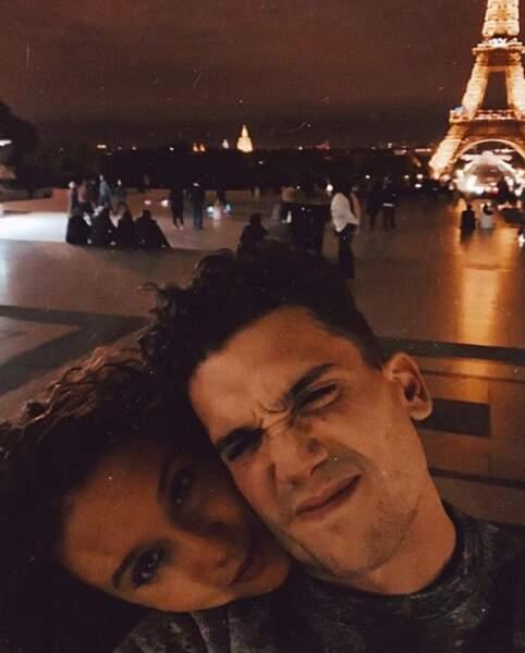 Maria Pedraza et Jaime Lorente ont posé en couple à Paris.