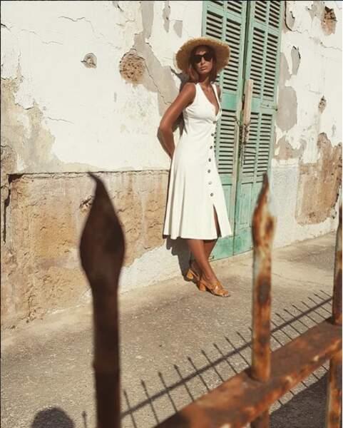 Malika Menard se prélasse sous le soleil de Majorque