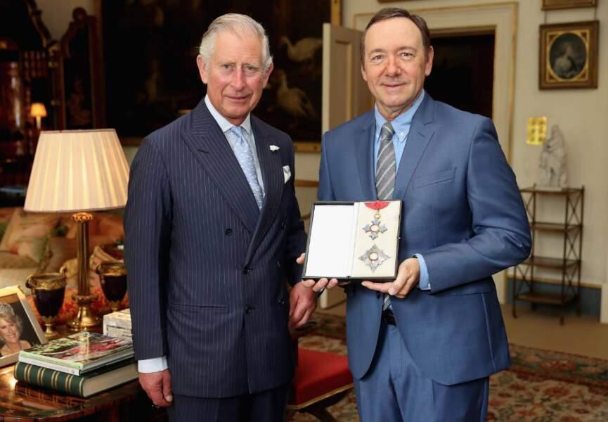Kevin Spacey, qui ne tourne pas encore la nouvelle saison de House of Cards, a été honoré par le prince Charles