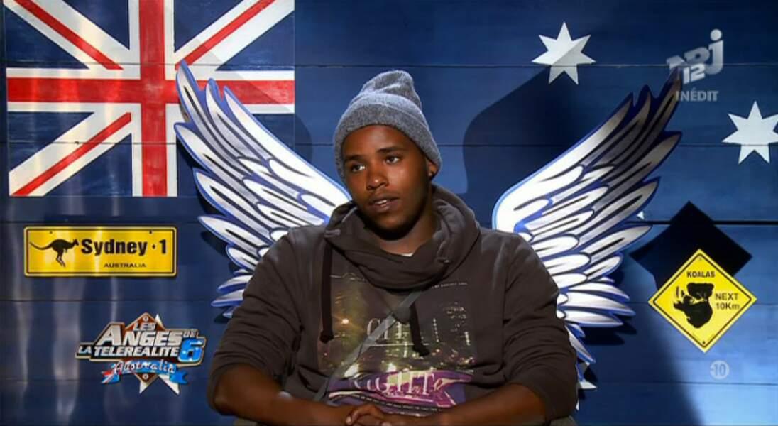 PHOTO BONUS : Devinez de quel pays nous parle ce jeune homme emmitouflé dans son gros sweat ?