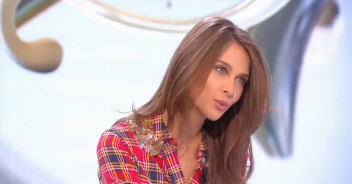 Dans le même genre, on aime bien la chemise colorée d'Ophélie Meunier...