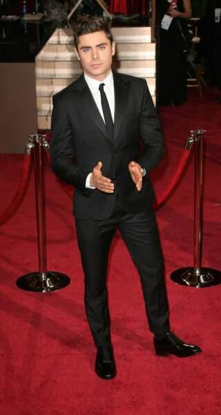 Zac Efron, séduisant en smoking noir aux Oscars 2014