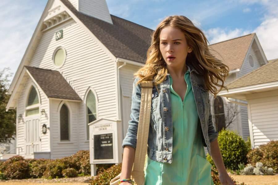 Dans la saison 1, Britt Robertson jouait le rôle d'Angie McAlister