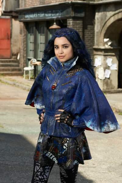 Quant à la fille de la Méchante reine, Evie, elle a choisi le bleu...