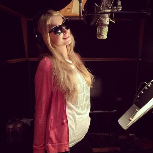 Rassurez-vous, Paris Hilton ne se lance pas à nouveau dans la chanson ! Elle enregistre une voix pour son jeu vidéo