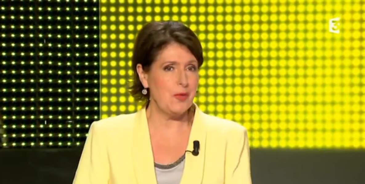 Explosion de jaune sur le plateau Des chiffres et des lettres, avec la veste d'Arielle Boulin-Prat