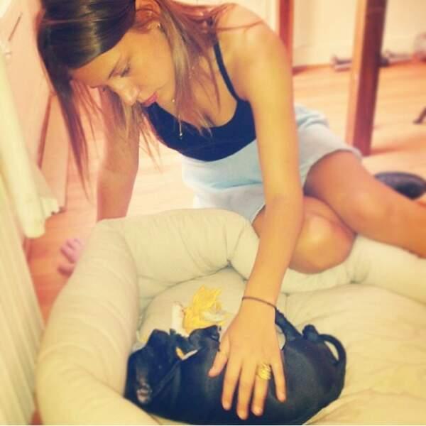 Depuis un an, elle partage sa vie avec Mali, son petit chien <3