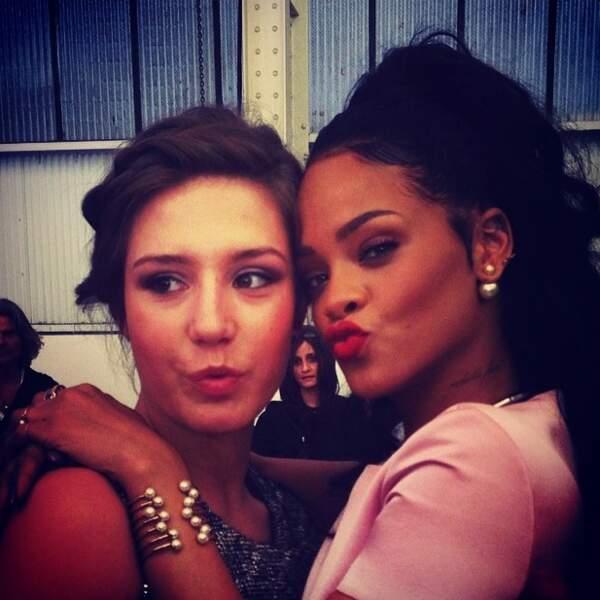 Puis une petite photo avec Rihanna ! Chanceuse !