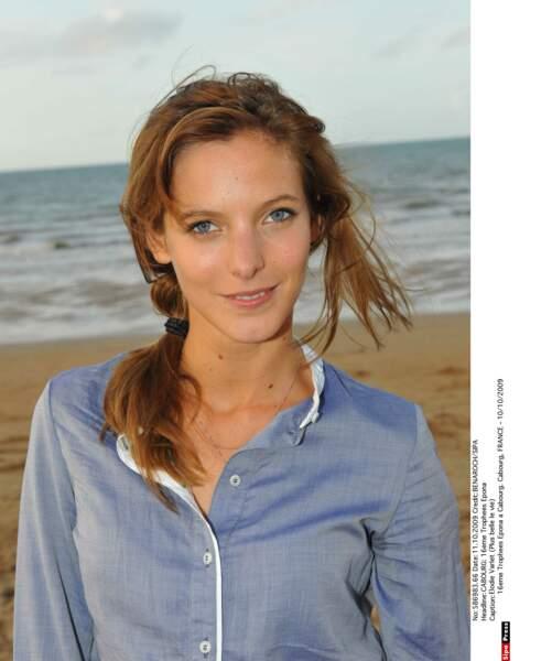 Cousine de Nathan, Estelle Cantorel est interprétée par Elodie Varlet (ici en 2009)