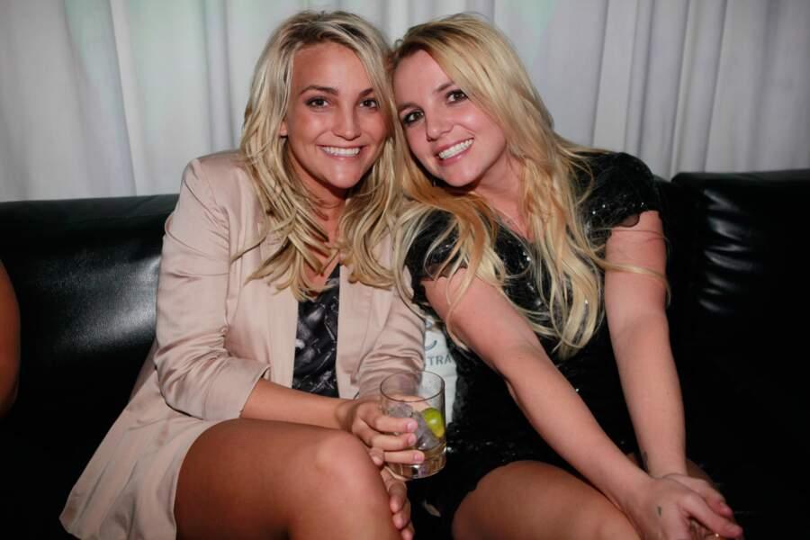Comme sa soeur Britney, Jamie Lynn Spears est chanteuse et ont fait un featuring : Chillin' with you.