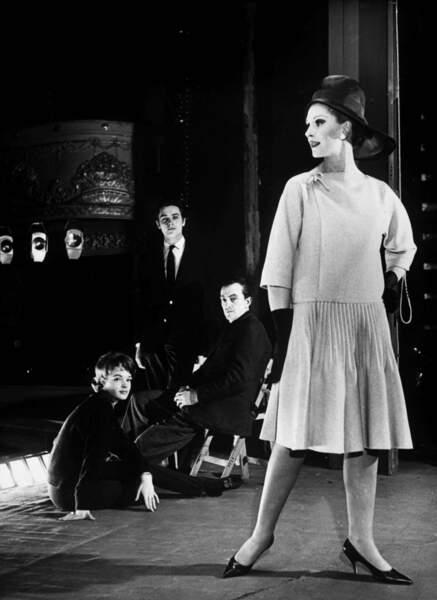 Les amoureux au côté de Luchino Visconti pour les répétitions d'une pièce de théâtre en 1961