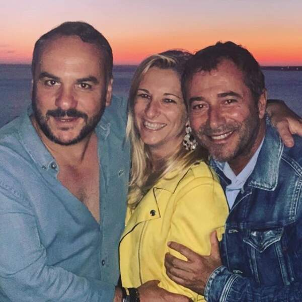 Bernard Montiel prend du bon temps avec ses amis Anaïs et François-Xavier Demaison, dans le bassin d'Arcachon !