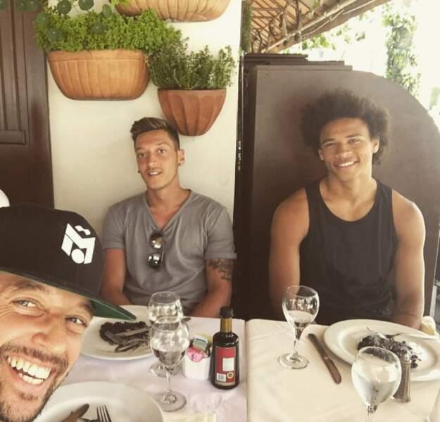 En direct de L.A. pour Mesut Özil et sa team