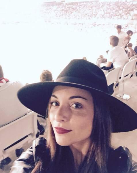Priscilla Betti a une tête à chapeau.