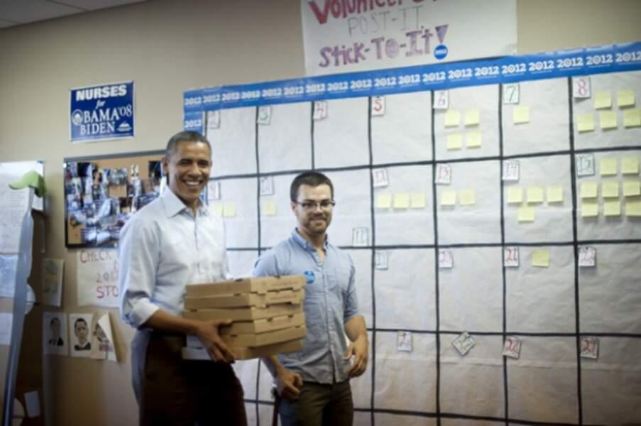 Avec la crise, la président Obama a dû se trouver un deuxième job : livreur de pizzas !