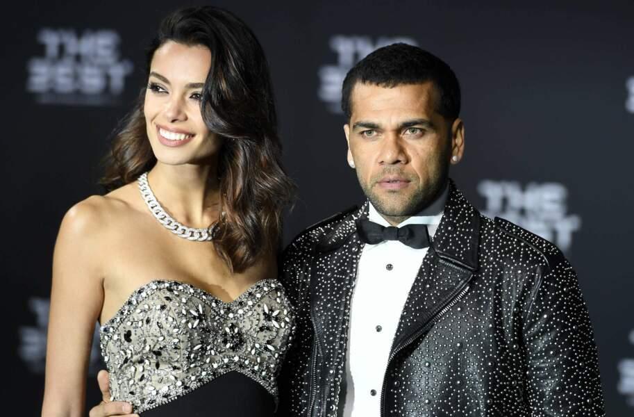 Dani Alves aux côtés de sa sculpturale petite amie, le mannequin Joana Sanz