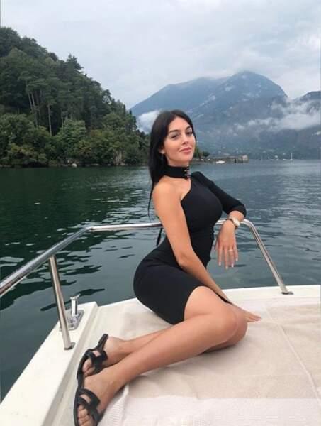Georgina Rodriguez s'offre une jolie balade sur le ccélèbre lac de Côme