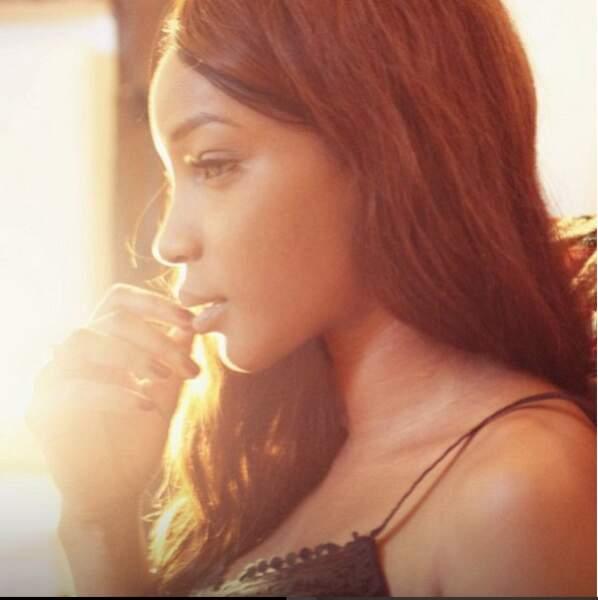 Seule, Daniela est parfois nimbé d'une aura d'innocence angélique.