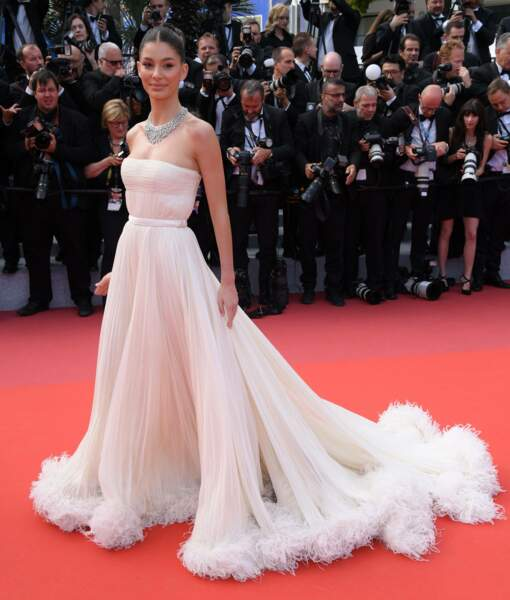Camila Morrone, la compagne de Leonardo DiCaprio arrive seule...