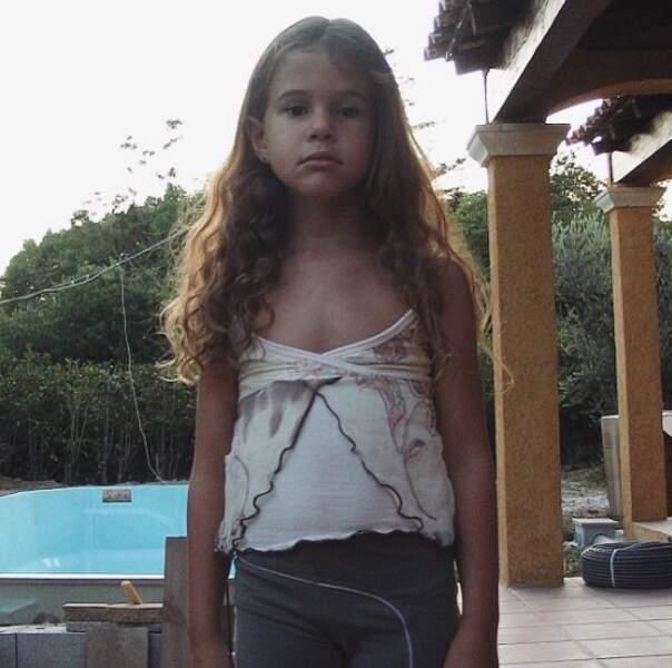 Trop mignonne : voici Marina Kaye enfant.