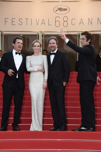 Le réalisateur Denis Villeneuve entourée par Josh Brolin, Emily Blunt et Benicio Del Toro.