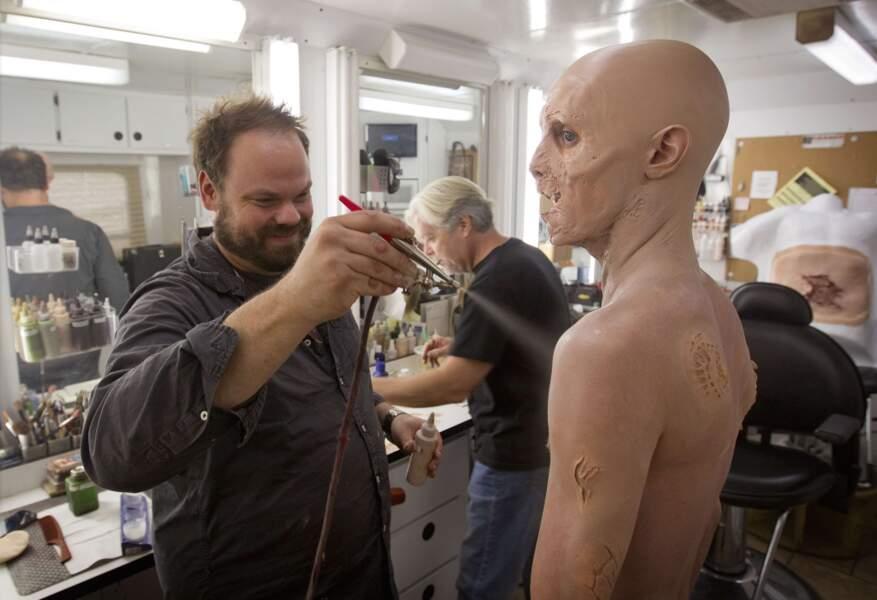 Se maquiller en zombie en 10 leçons.