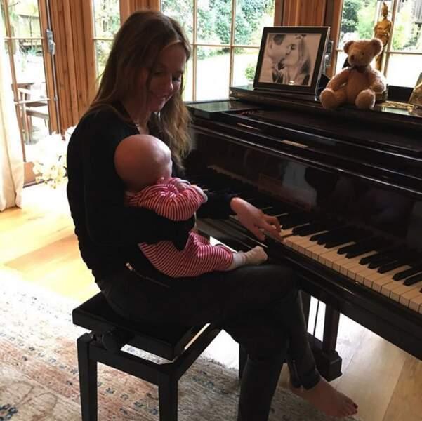 Leçon de piano pour Monty, le fils de Geri Halliwell