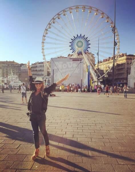 Après le Festival de Monte-Carlo, Julie Benz (Hawaii 5-0) s'est arrêtée à Marseille pour voir un match de l'Euro